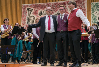Die Dirigenten Klaus Biedlingmaier, Florian Pallasch und Basti Hoiß (v.l.n.r.) beim Muttertagskonzert 2014